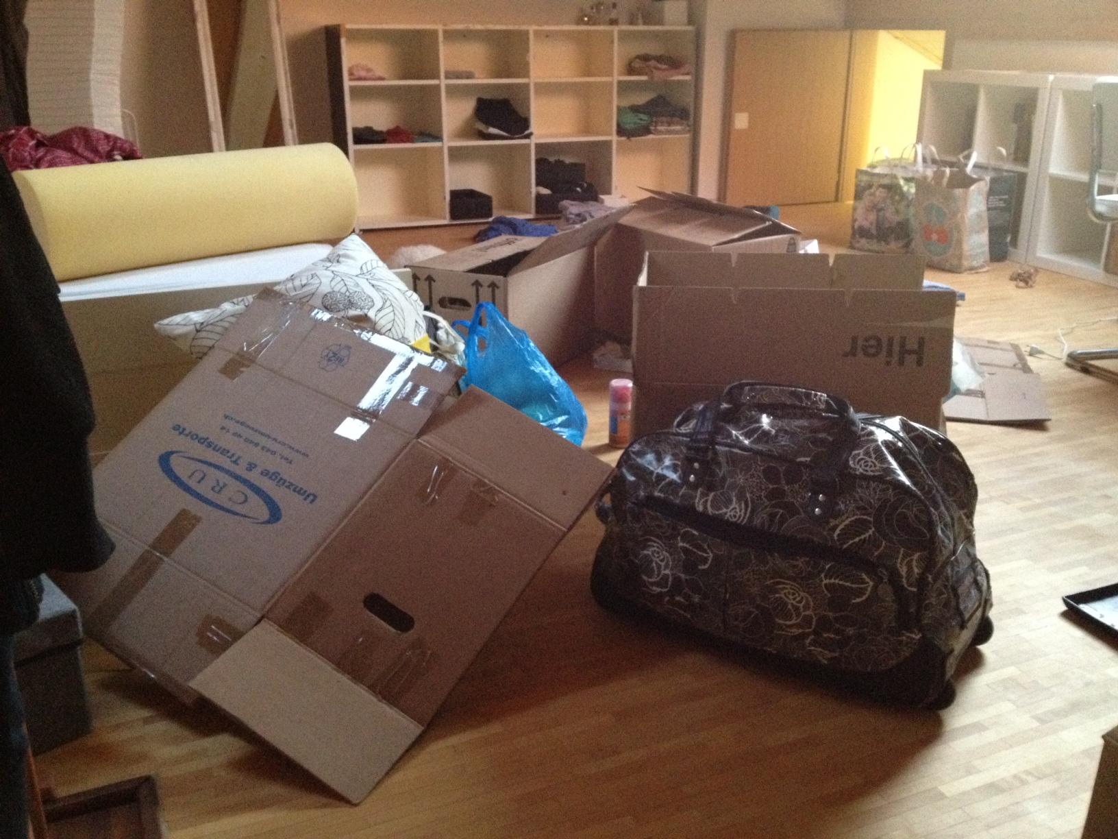 und wieder heisst es ein neues zu hause imago2012. Black Bedroom Furniture Sets. Home Design Ideas
