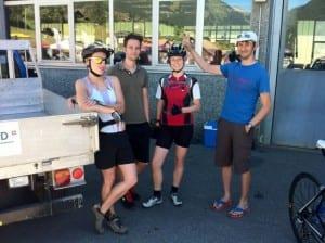Kurz vor dem Rennen: warten auf die Rennradler