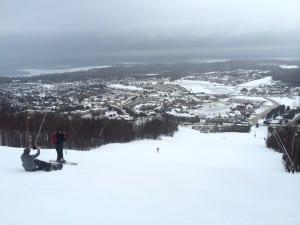 Blick von oben auf den Skiort