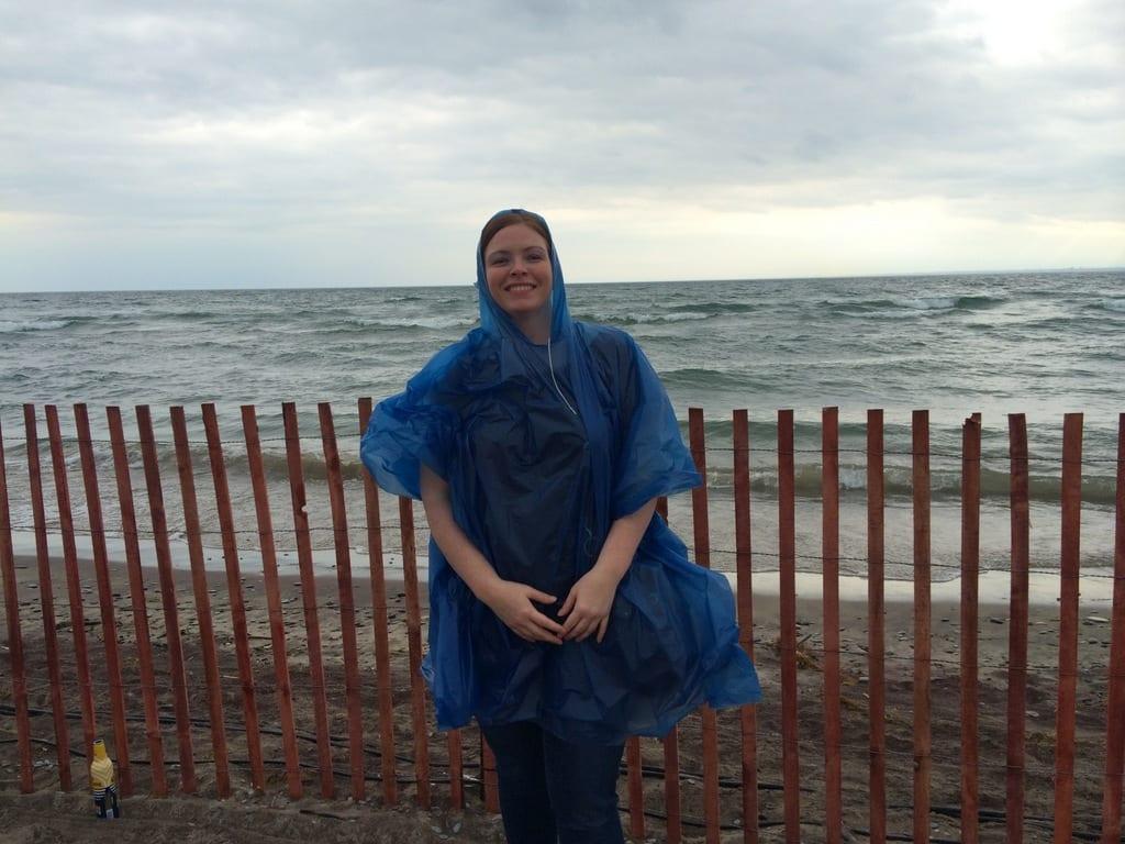 Yvonne mit Regenschutz