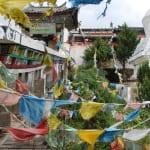 Tibetische Tücher vor dem Tempel