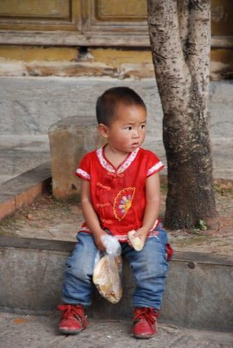 Lijiang_Kind am Warten