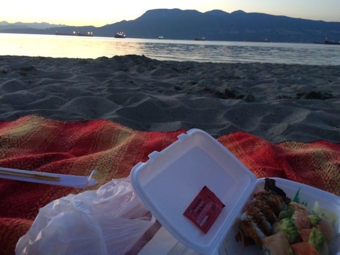 Sushi nach Feierabend am Strand