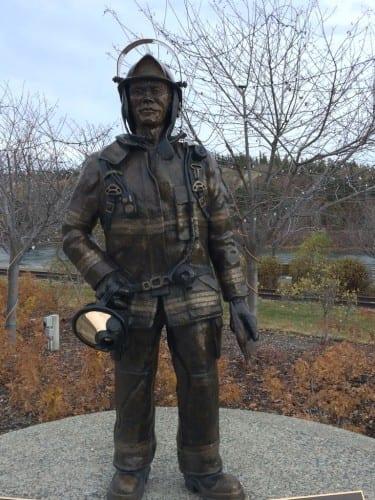 Statue: Feuerwehrmann