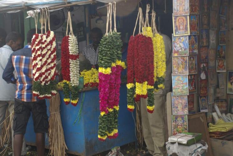 Blumenschmuck vor den Tempeln