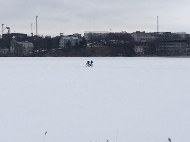 Fahrrad fahren auf dem See