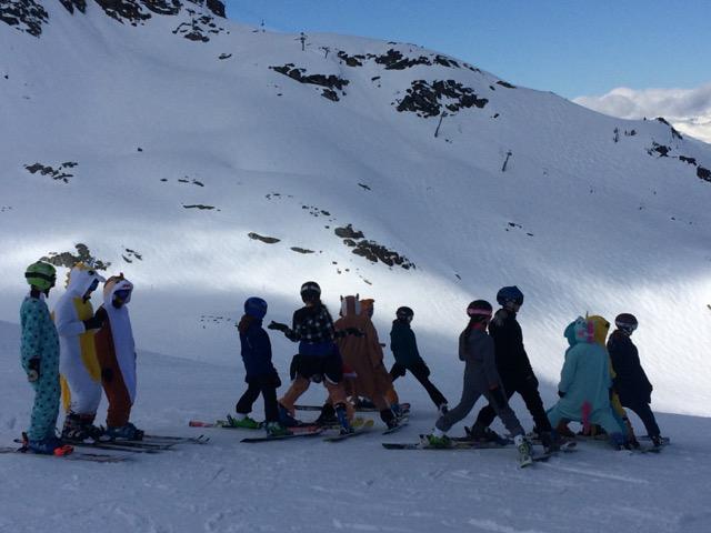 Skifahren im Kostüm