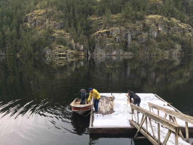 Mit dem Boot hinaus