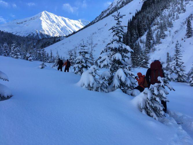 Aufstieg im tiefen Schnee