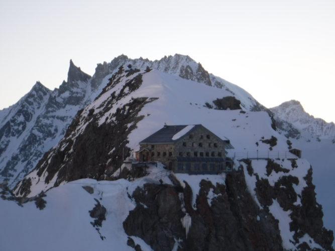 Cabane des Vignettes with sun rising