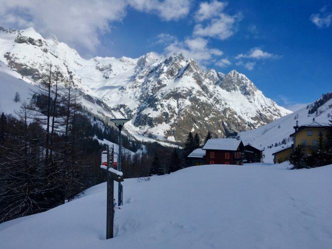 Eingeschneites Dorf